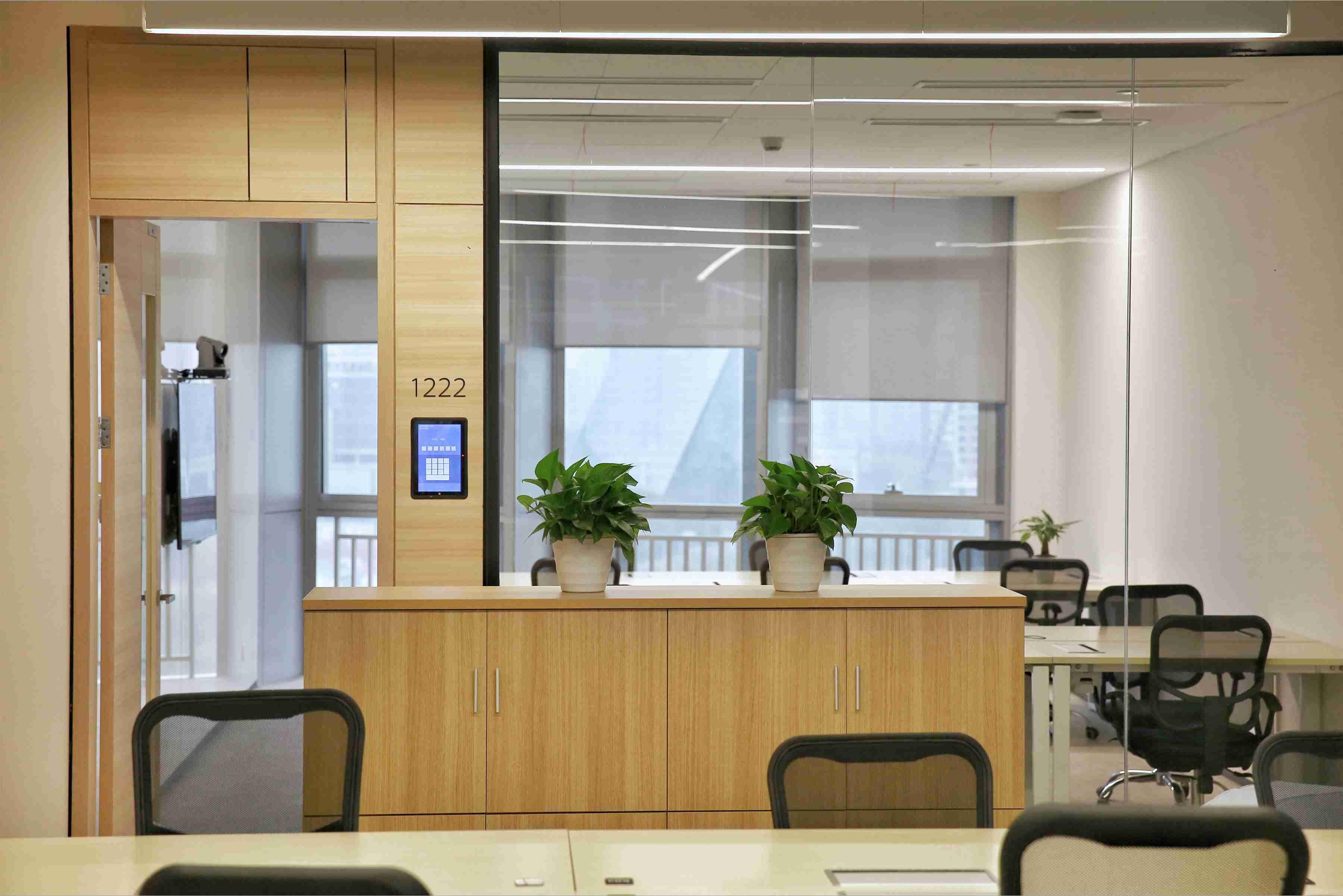 办公室装修中玻璃设计墙面成为了最时尚的话题